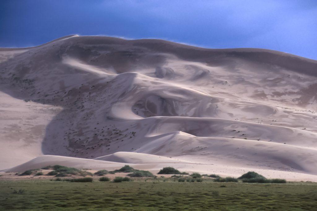 """Khongoriin Els """"Singing"""" sand dunes, southern Gobi desert, Mongolia"""